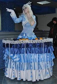 Живая статуя-стол снежной королевы
