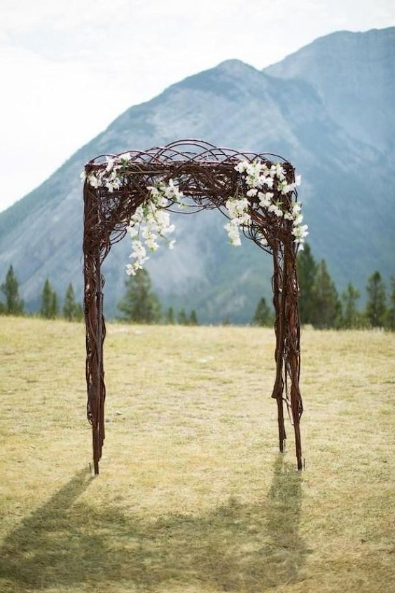 минималистическая свадебная арка