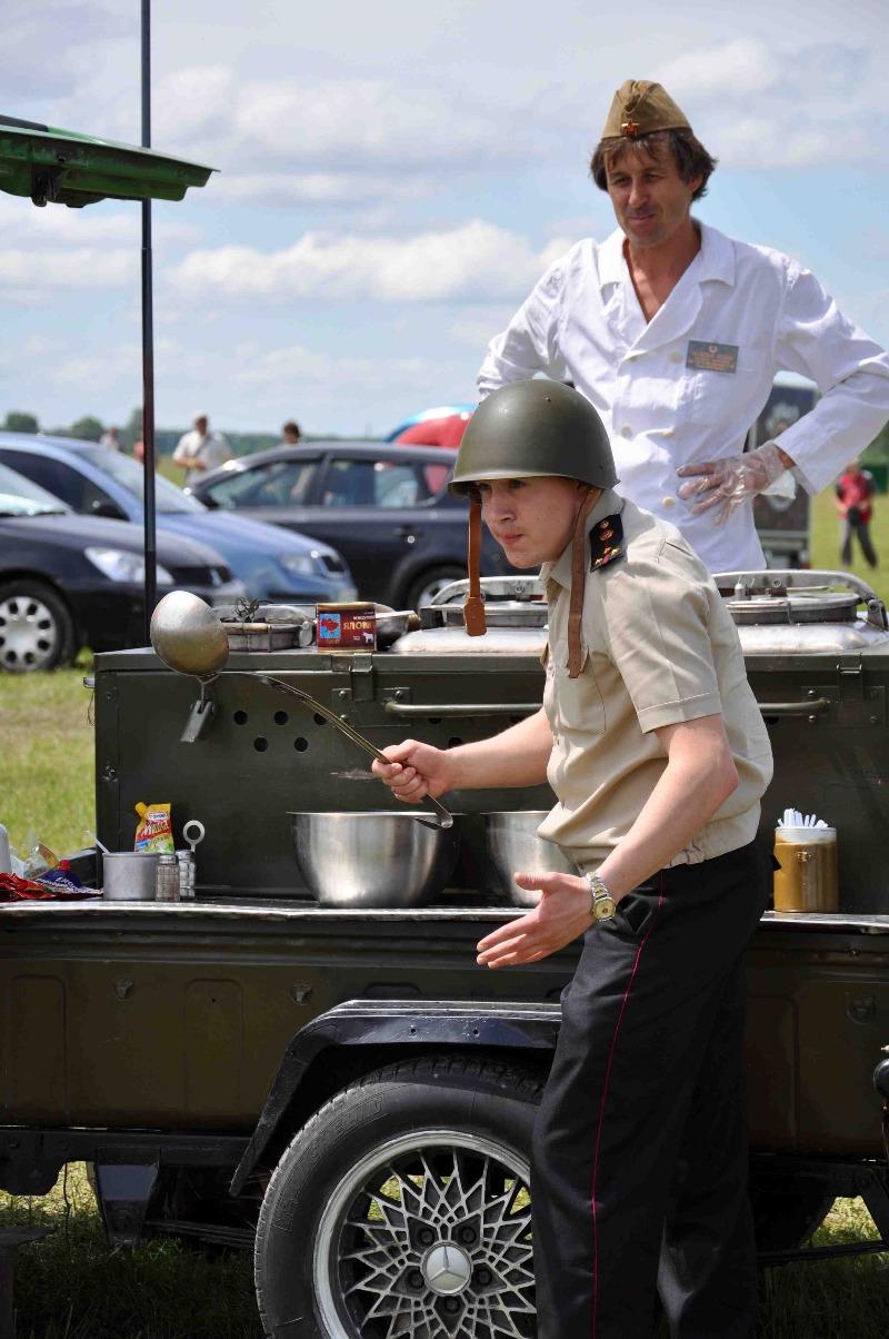 Самая настоящая выездная военная полевая кухня